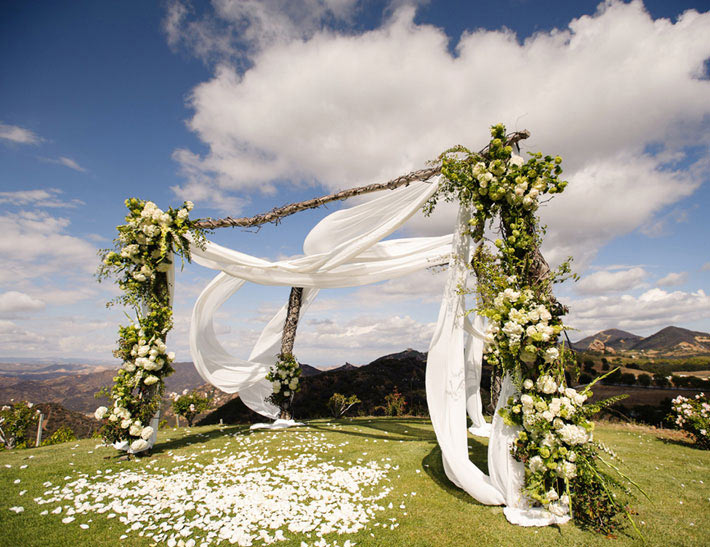 Outdoor wedding ceremony event space at Saddlerock Ranch in Malibu, CA